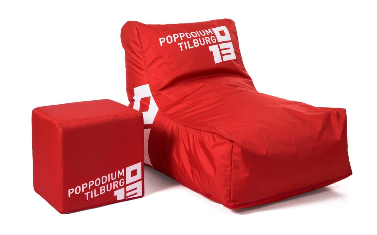 een van onze specialiteiten is het ontwerpen van meubels met een eigen ontwerp volledig full color bedrukte zitzakken poefs en zelfs bankstellen en